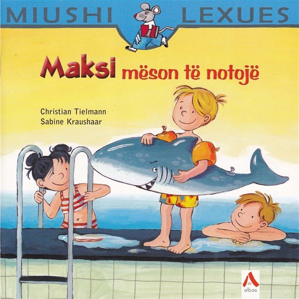 Maksi mëson të notojë