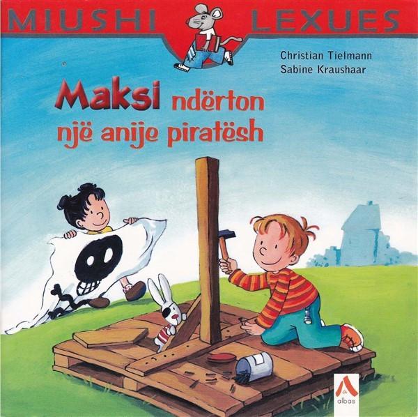Maksi ndërton një anije piratësh